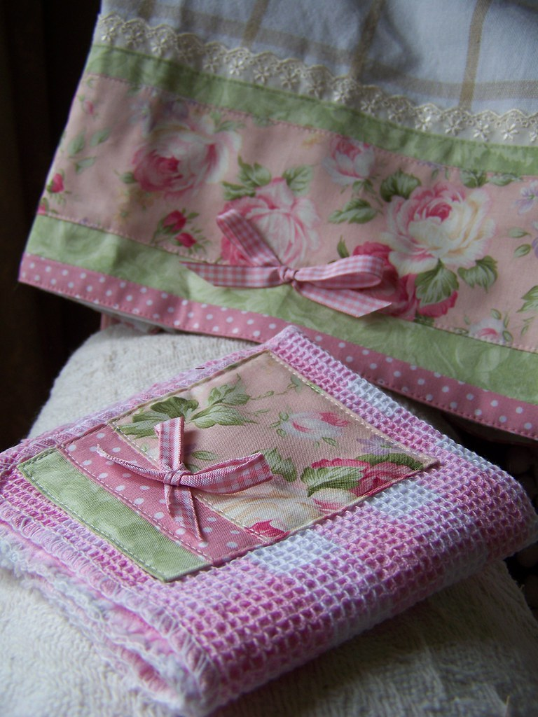 Looking for Shabby Chic decor ?- this towel set may do ...