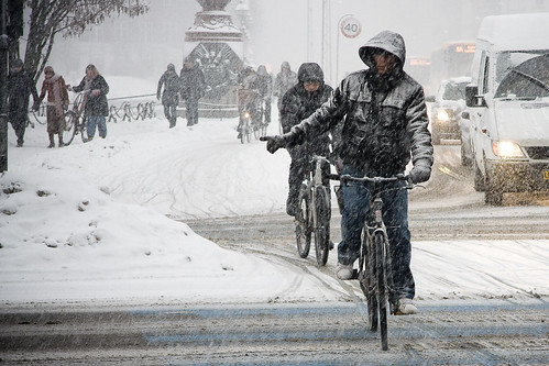 Stopping Shortly - Cycling in Winter in Copenhagen | by Mikael Colville-Andersen