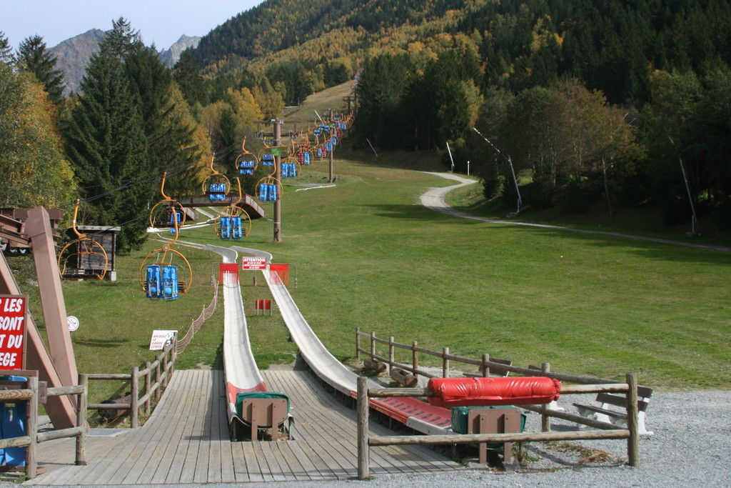 The summer luge luge d 39 ete chamonix france october for Piscine les 2 alpes