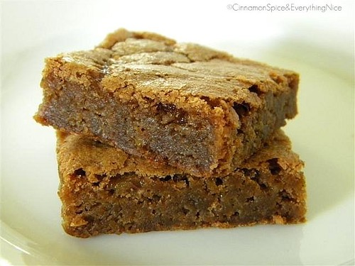 Butterscotch Blondies for 'The Sugar Queen' Giveaway! | by CinnamonKitchn
