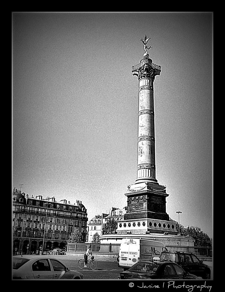 Colonne de juillet place de la bastille en noir et blanc for Lampe noir et blanc