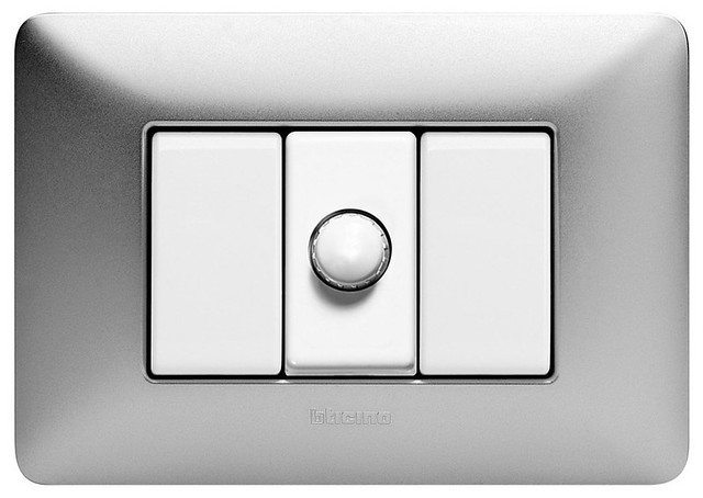 Regulador de luminosidad bticino maneja la intensidad de - Regulador intensidad luz ...