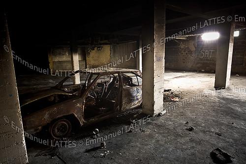 carcasse de voiture calcin e dans le sous sol d 39 une hlm f flickr. Black Bedroom Furniture Sets. Home Design Ideas