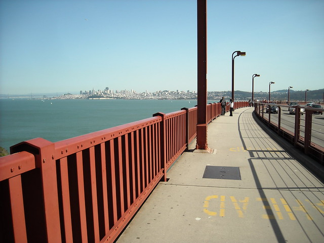 how to walk across golden gate bridge from sausalito