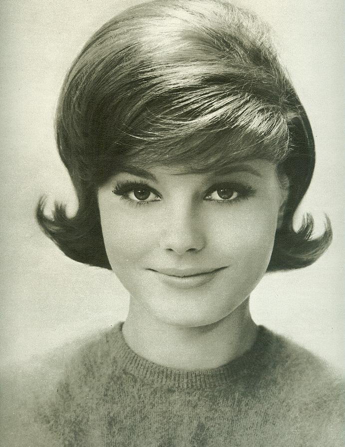 Classic Early 60 S Hairstyle From Seventeen August 1962