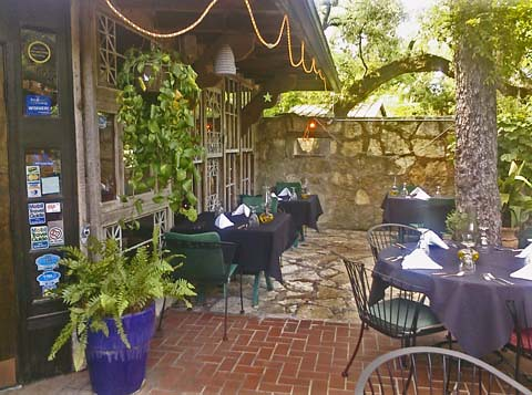 Grey Moss Inn Northwest Of Downtown San Antonio Famed