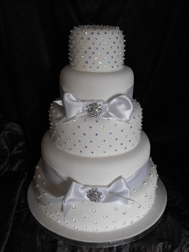 Wedding Cake Grimsby A Dazzling 5 Tier Wedding Cake From