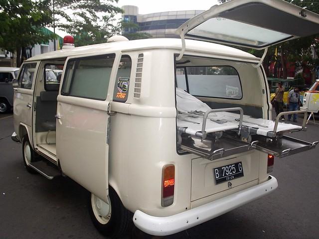 volkswagen type  ambulance indonesian  vw kombi ambula flickr