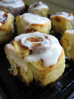 CINNAMON ROLLS WITH CREAM CHEESE ICING | by Cathy Chaplin | GastronomyBlog.com