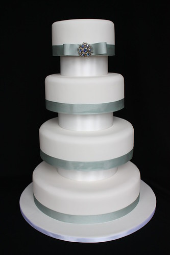 4 Tier Brooch Wedding Cake With Separators 4 Tier
