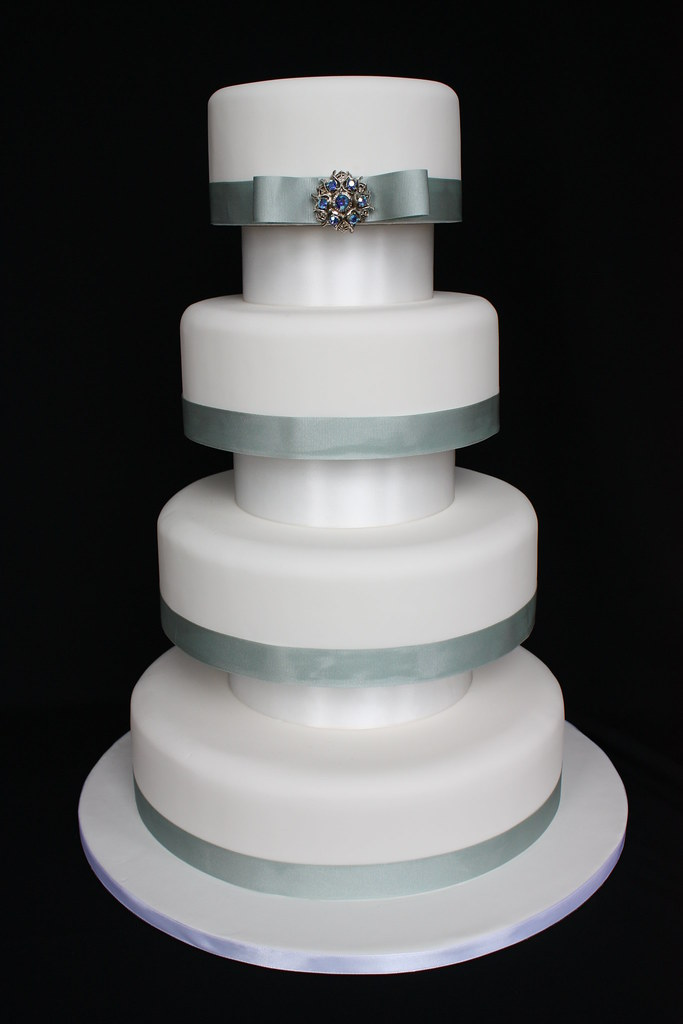 4 tier wedding cake support 4 tier brooch wedding cake with separators 4 tier 10415