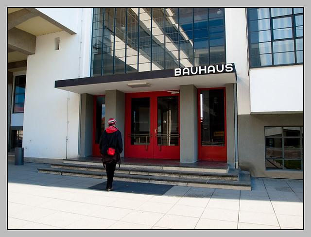 ... bauhaus eingang | by sulamith.sallmann & bauhaus eingang | Deutschland Sachsen-Anhalt Dessau April ...