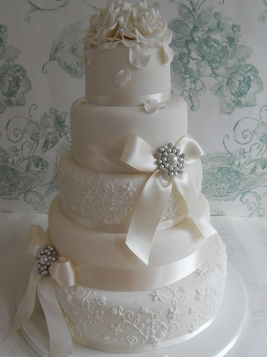 Elegant Lace Delivering This Cake To Dunchurch Park