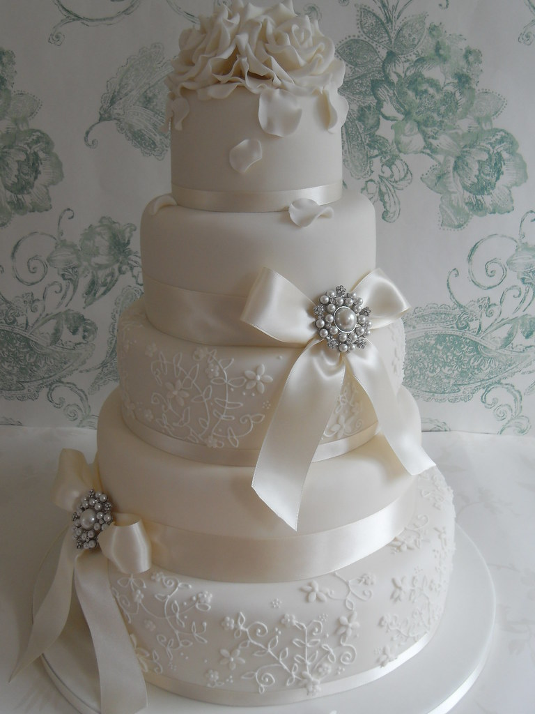lace ribbon for wedding cake lace delivering this cake to dunchurch park 16692