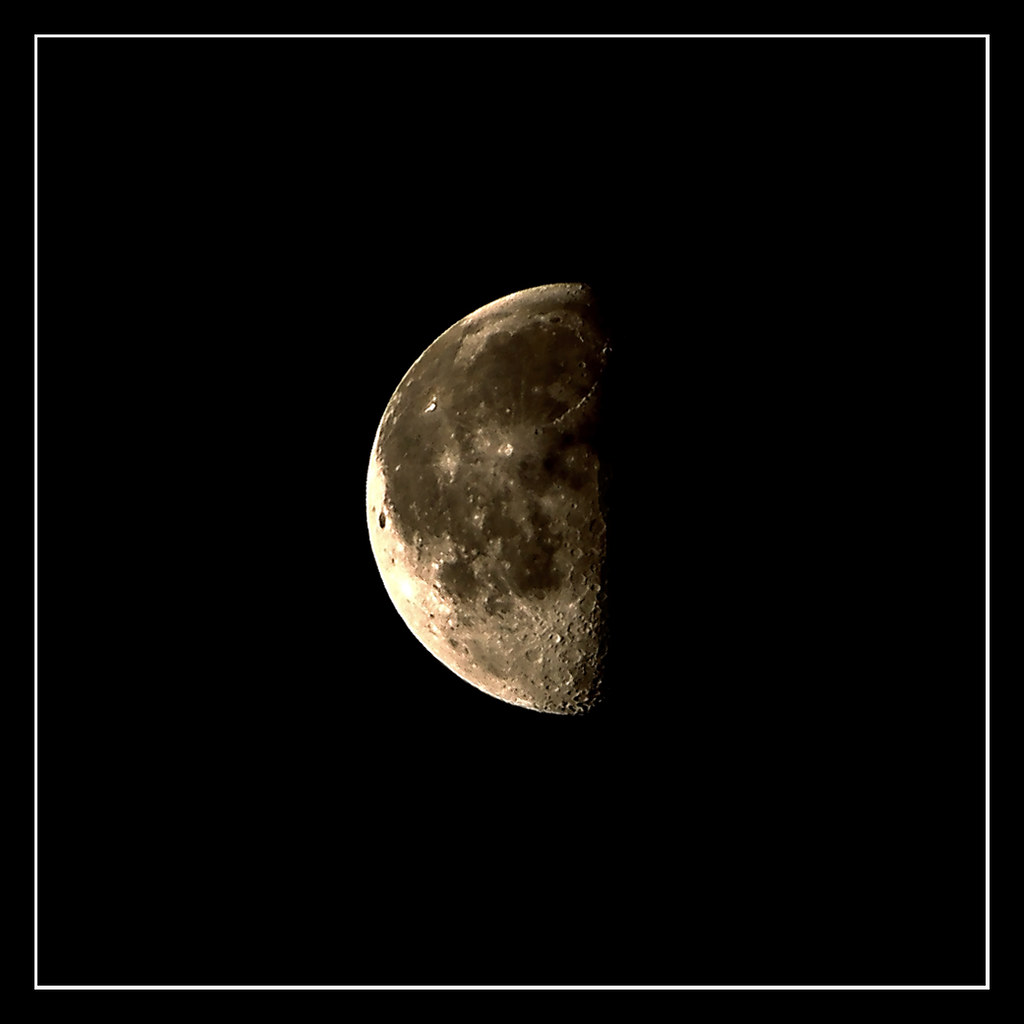 Last Quarter Moon | Last Quarter Moon, a moon phase where ...