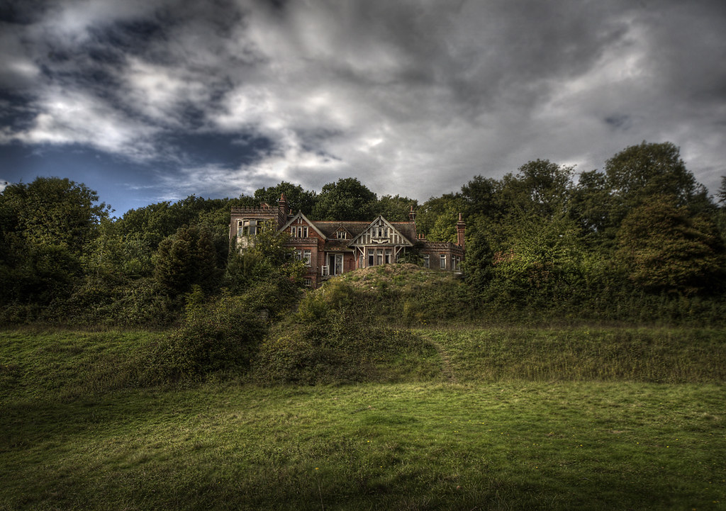 Mature grounds potters abandoned manor house deep in the for Old deep house