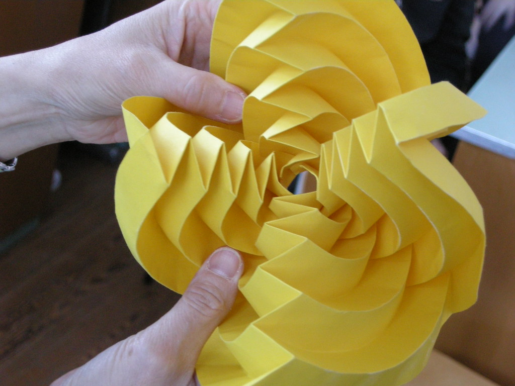H. Van Goubergen about curved folds | Sphere from circle ... - photo#8