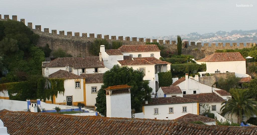Obidos est une ville très verte, avec de nombreux arbres et plantes