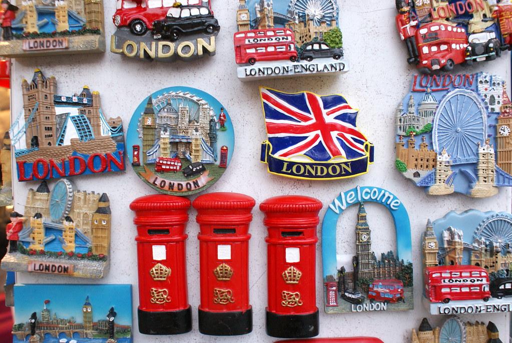 London Souvenirs | tra...