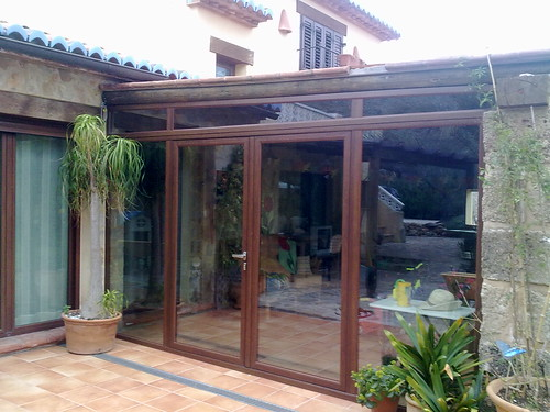 Puertas abatibles de alumino cerramiento de una terraza for Cristaleria benissa