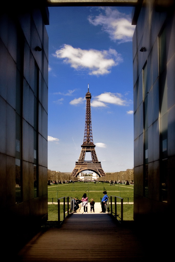 Eiffel Tower Bed Sheet Online