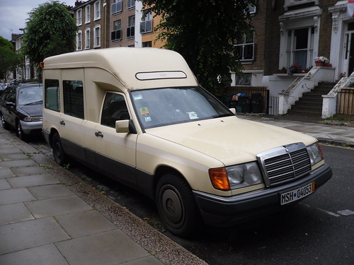 Mercedes benz w124 ambulance camper van i can safely for Mercedes benz camper van