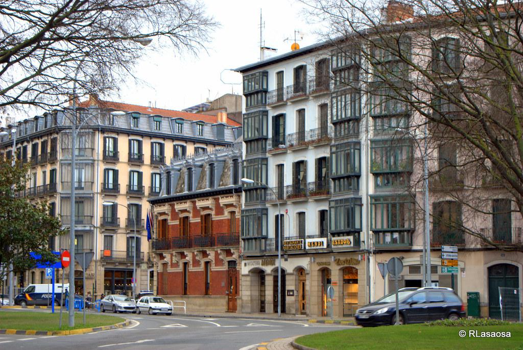 Avenida de las navas de tolosa pamplona fachadas de for Casa puntos pamplona