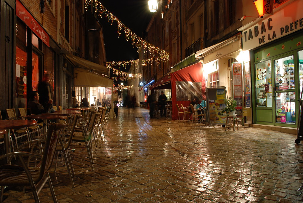 Cafe terrace at night rue de bourgogne orleans france for Terrace night