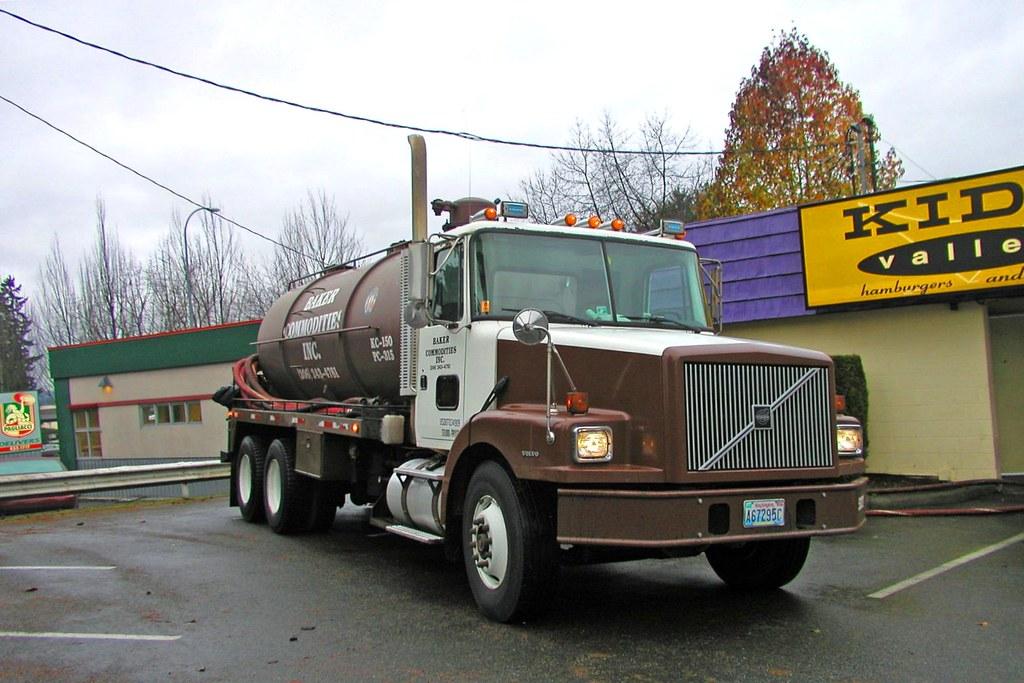 Volvo Tanker Truck (Public Domain)   Tanker behind Kidd Vall…   Flickr