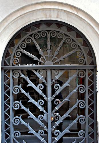 Puerta de hierro forjado puerta de hierro forjado flickr - Colgadores de hierro forjado ...