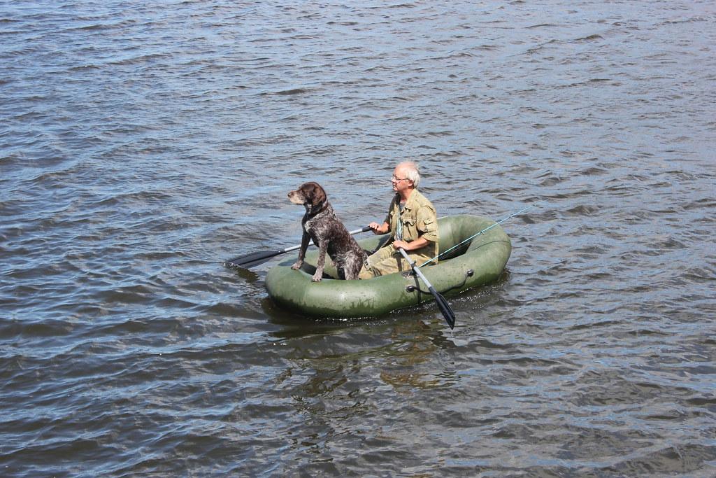 Чувак на лодке