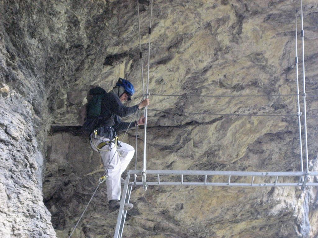 Klettersteig Bern : Ich in der verdrehten leiter des klettersteig kandersteg au flickr