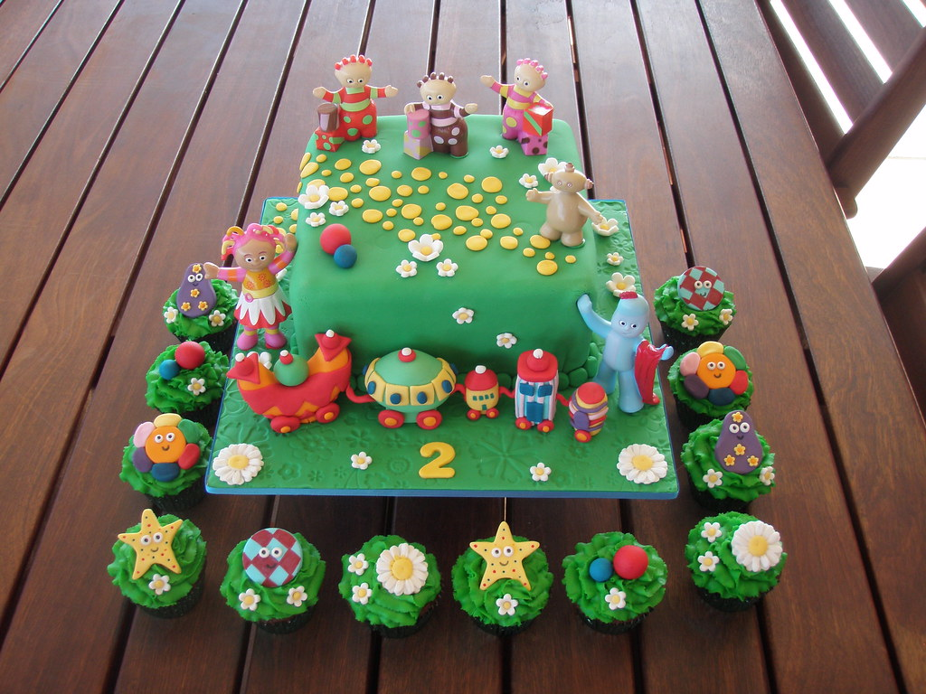 mossy 39 s masterpiece in the night garden cake with the ni