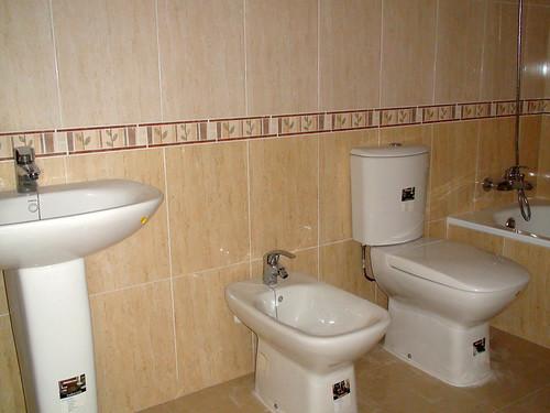 Ba os completos respecto a la fontaner a y sanitarios for Banos completos pequenos modernos