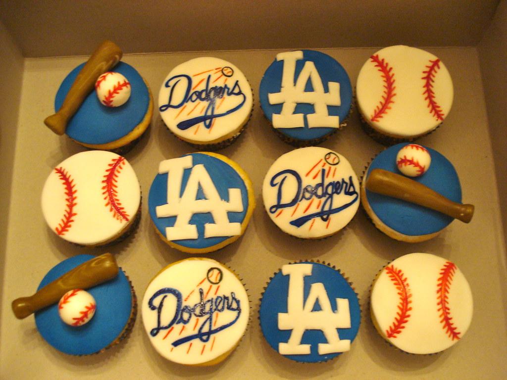 dodger cupcakes