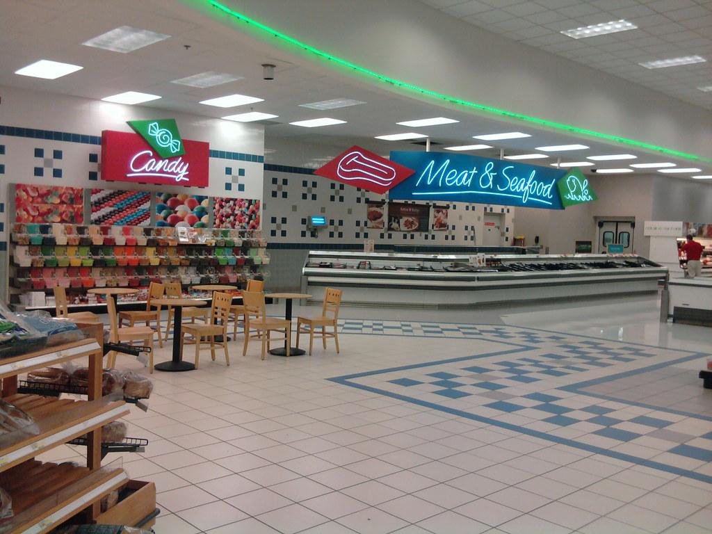 Super Target - Davenport, Iowa - Starbucks Seating / Candy ... Super Target Bakery