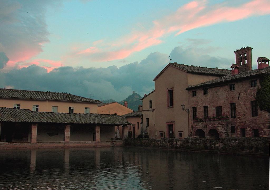 Luci della sera dopo il temporale a bagno vignoni flickr - Il loggiato bagno vignoni ...