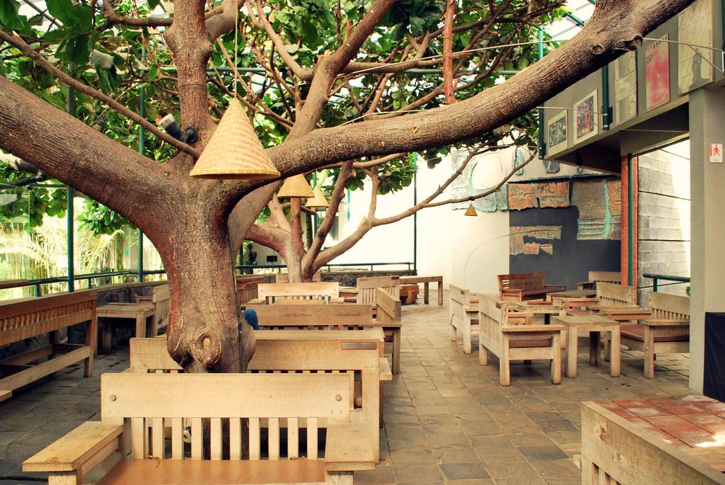cafe n resto unik dengan pemandangan menarik di bandung