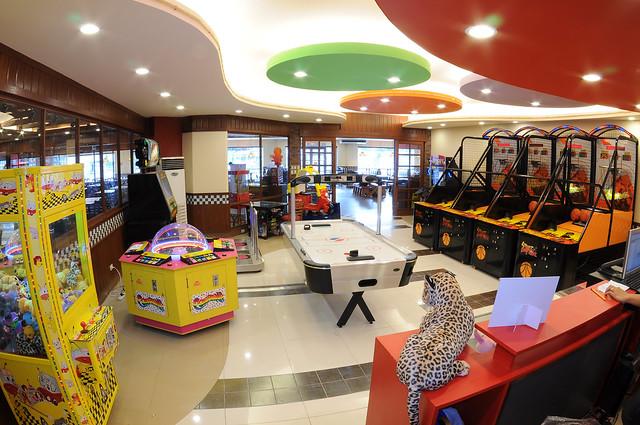 Shakey's Funzone interiors