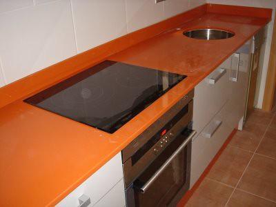Modelo tope color naranja decosoluciones cocinas - Colores de encimeras de silestone ...