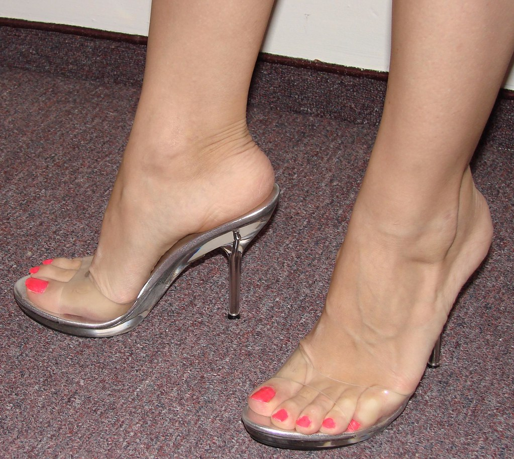 Clear Sandals  Missy Annet  Flickr-9345