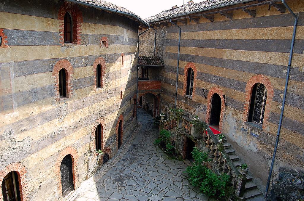 L 39 interno castello di gropparello gropparello pc for Interno help