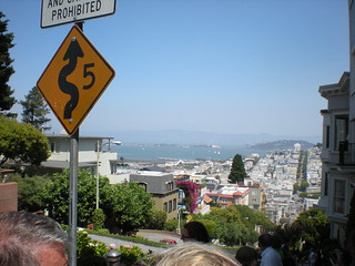 The crookedest street in San Francisco: Lombard Street | by hanelly