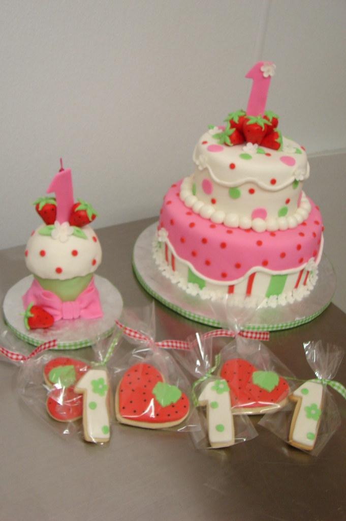 Strawberry Shortcake 1st Birthday Theme With Cake Smash C Flickr