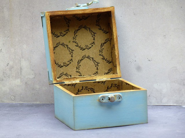 How to create decoupage home decor projects - Mags Woodcock's decorated wooden bee box