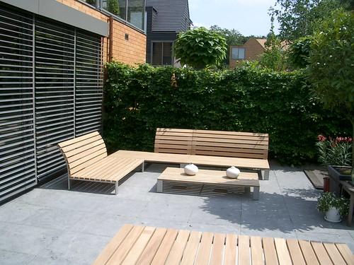 Strakke pergola van staal of hout en doek bladgoud tuinen