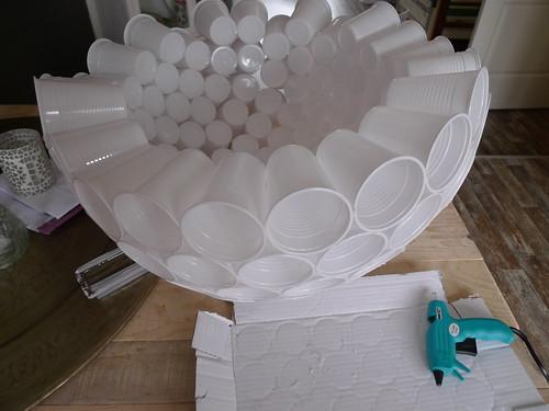 lamp van plastic bekertjes zelf maken 6 12 en nog verder flickr. Black Bedroom Furniture Sets. Home Design Ideas