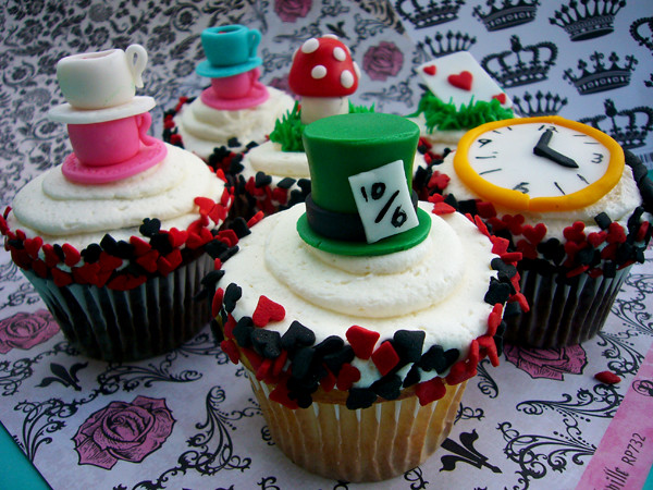 mad hatter cupcakes - photo #6