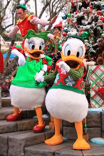 Image Result For Daisy Duck Christmas