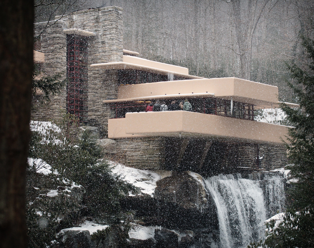 Snowing Fallingwater | Last photo of the Pennsylvania set ...